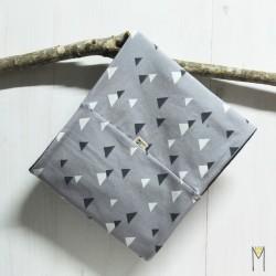 Cuello Grey Triangles